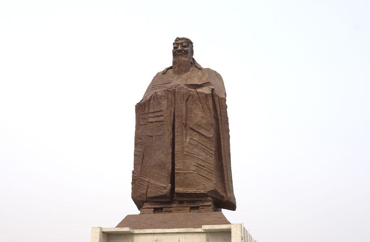 孔子铜像由著名雕塑家吴为山创意设计.